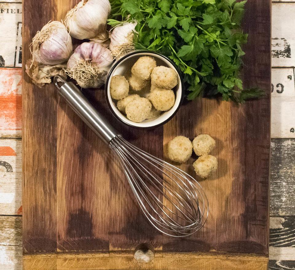 Polpettina di acciuga cucinata da Bel Fish Food. Pesce fresco: acciughe liguri cucinate in esclusivi piatti pronti veloci da preparare